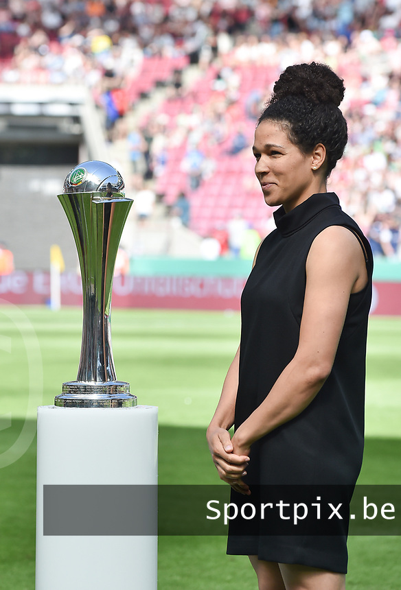 20170527 - KOELN , GERMANY : presentation of the trophee pictured during the final of German Women's Cup 2017 - Pokal Final Frauen , a soccer women game between SC Sand and holders VfL Wolfsburg  , at the Rhein Energie Stadion , saturday 27 th Mayl 2017 . PHOTO SPORTPIX.BE | DIRK VUYLSTEKE
