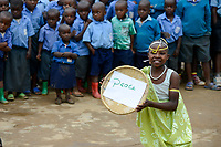 RWANDA, Musanze, Ruhengeri, village Janja, dance performance at school, program reconciliation after genocide, girl holds a bowl with the word peace/ RUANDA, Aussoehnung nach dem Genozid, Tanzverfuehrung in einer Dorfschule, Maedchen mit Schale mit dem Wort Frieden