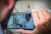 SÃO PAULO,SP, 10.03.2017 - DORIA-SP - O prefeito João Doria visita o protótipo de banheiro móvel, na feira livre do Estádio do Pacaembu, em São Paulo (SP), nesta sexta-feira (10). (Foto: Danilo Fernandes/Brazil Photo Press)