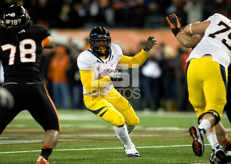 C.J. Anderson of California runs the ball against Oregon State Beavers at Reser Stadium in Corvallis, Oregon on November 17th, 2012.  Oregon State defeated California, 62-14.