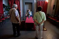 Roma 31 Agosto 2013<br /> Funerali di Giovanna Marturano,  partigiana della Brigata Garibaldi ed ex-dirigente del Partito Comunista Italiano, soprannominata 'Bimba col pugno chiuso, morta all'et&agrave; di 101 anni. Partigiani e rappresentanti dell'ANPI alla camera ardente. <br /> <br /> Rome August 31, 2013<br /> Funeral of Giovanna Marturano, partisan of the Garibaldi Brigade and former member  of the Italian Communist Party, nicknamed 'Girl with a closed fist, died at age 101.