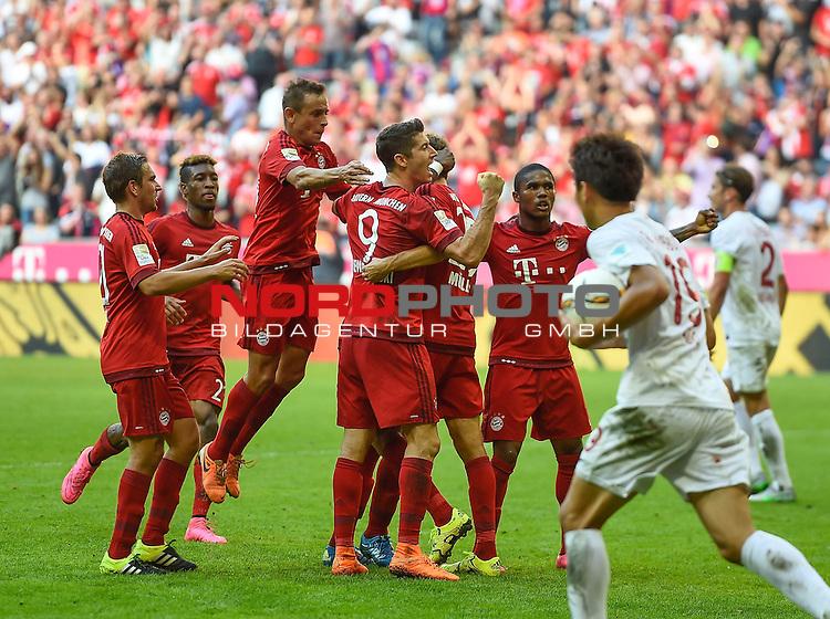 12.09.2015, Allianz Arena, M&uuml;nchen, GER, 1. FBL, FC Bayern M&uuml;nchen vs. FC Augsburg<br /> Thomas M&uuml;ller (M&uuml;nchen) freut sich &uuml;ber sein Tor zum 2:1<br /> <br /> <br /> Foto &copy; nordphoto /  Bratic