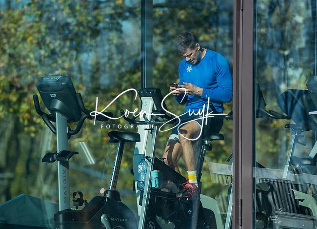 UTRECHT - Van een blessure herstellende Sander de Wijn in de Gym,   tijdens de hoofdklasse hockeywedstrijd dames, Kampong-Amsterdam (0-2).  COPYRIGHT KOEN SUYK
