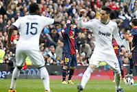 MADRI, ESPANHA, 02 MARÇO 2013 - CAMPEONATO ESPANHOL - REAL MADRID X BARCELONA -Lionel Messi (C)  jogador do Barcelona em partida contra o Real Madrid em partida pela 26 rodada do Campeonato Espanhol, neste sabado, 02. (FOTO: ALEX CID-FUENTES / ALFAQUI / BRAZIL PHOTO PRESS).