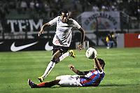 ATENÇÃO EDITOR: FOTO EMBARGADA PARA VEÍCULOS INTERNACIONAIS SÃO PAULO,SP,20 OUTUBRO 2012 - CAMPEONATO BRASILEIRO - CORINTHIANS x BAHIA - Edenilson jogador do Corinthians durante partida Corinthians x Bahia válido pela 32º rodada do Campeonato Brasileiro no Estádio Paulo Machado de Carvalho (Pacaembu), na região oeste da capital paulista na tarde deste domingo (32).(FOTO: ALE VIANNA -BRAZIL PHOTO PRESS).