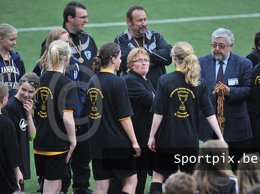 Bekeruitreiking Beker Van Belgie U16 meisjes / Dames : uitreiking medailles aan winnaar Lierse.foto Joke Vuylsteke / Nikonpro.be