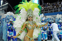 SAO PAULO, SP, 19 DE FEVEREIRO 2012 - CARNAVAL SP - UNIDOS DO PERUCHE - Madrinha da Bateria Cacau durante desfile da escola de samba Unidos do Peruche na terceira noite do Carnaval 2012 de São Paulo, no Sambódromo do Anhembi, na zona norte da cidade, neste domingo.(FOTO: LEVI BIANCO  - BRAZIL PHOTO PRESS).