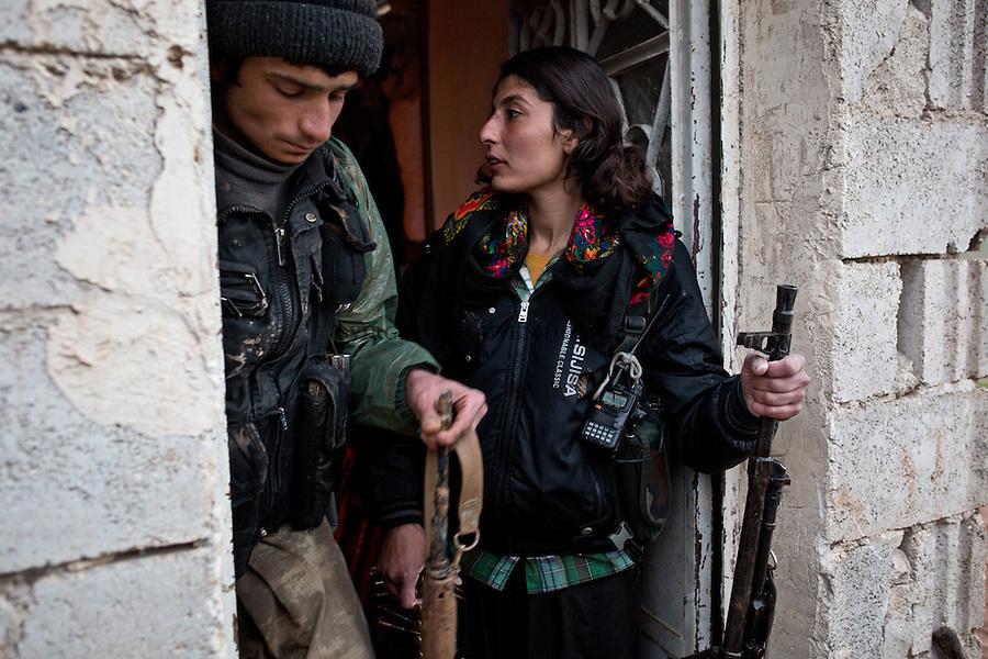 SYRIA: YPJ and YPG are preparing to go on the first front line of the cement plant located 6km from the town of Tal Abyad.<br /> <br /> SYRIA: YPG et YPJ s'appr&ecirc;tent &agrave; se rendre surla premi&egrave;re ligne de front de la cimenterie situ&eacute;e &agrave; 6km de la ville de Tal Abyad.