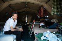L'aquila, Abruzzo, Italia. 09.04.2009. Francesco Colaianni og hans familie bodde fem måneder i dette teltet i påvente av et provisorisk tak over hode. Klokken 03:32 den 6 april 2009. Et jordskjelv som måler 6.3 ryster byen. 309 mennesker mister livet. Fem år senere sliter de som overlevde fortsatt med etterskjelvene, i form av en guffen cocktail av uærlige offentlige tjenestemenn, mafia og 494 millioner øremerkede euro på avveie. Fotografier til bruk i feature i DN lørdag 05.04.2014. Foto: Christopher Olssøn.