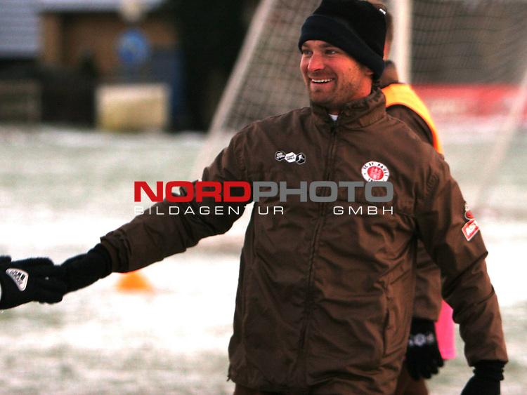 2.Liga FBL 2008/2009  FC St.Pauli - Training im Schnee<br /> <br /> <br /> Langzeitverletzter Florian Lechner (Nr.2) im Training.<br /> <br /> <br /> <br /> Foto &copy; nph (nordphoto)<br /> <br /> *** Local Caption ***