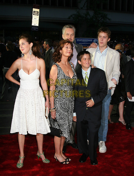 "SUSAN SARANDON & FAMILY.""War of the Worlds"" - New York Premiere,.Ziegfeld Theatre New York, NY, USA,.23rd June 2004..full length husband wife children kids.Ref: IW.www.capitalpictures.com.sales@capitalpictures.com.©Ian Wilson/Capital Pictures."