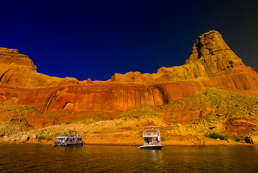 Houseboats anchored along Lake Powell (with Gunsight Butte in background), Glen Canyon National Recreation Area, Arizona/Utah border USA