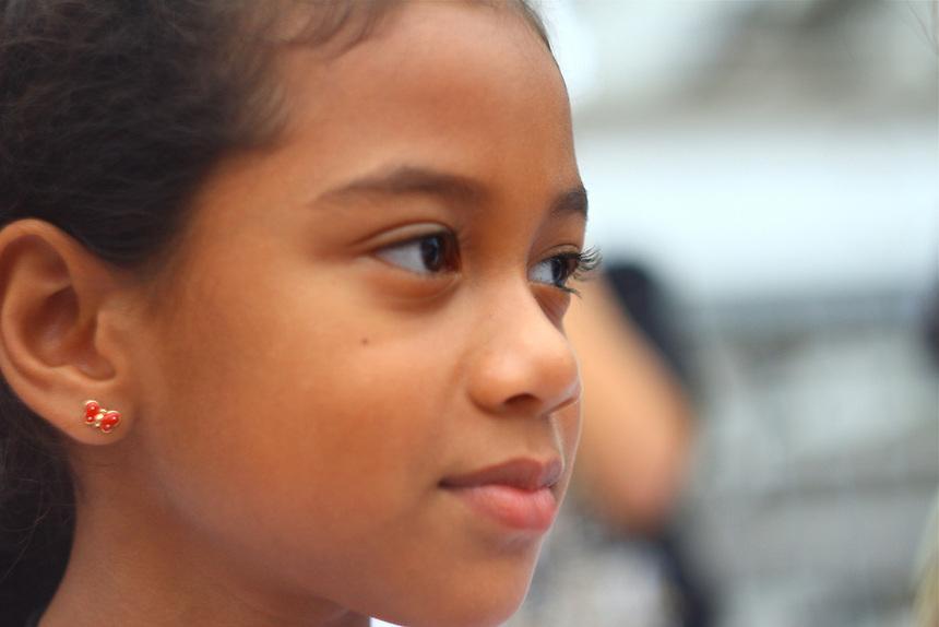 Kids cheering during a ING Miami Marathon