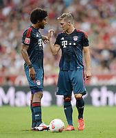 Fussball  International   Audi Cup 2013  Saison 2013/2014   31.07.2013 FC Bayern Muenchen - Sao Paulo FC  Bastian Schweinsteiger (re, FC Bayern Muenchen) und Dante (FC Bayern Muenchen)