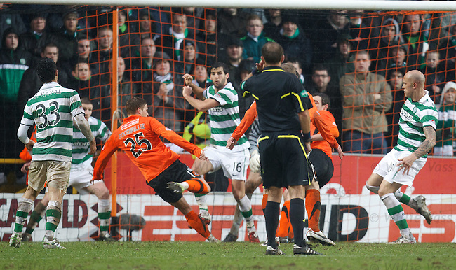 David Goodwillie pulls one back for Dundee Utd