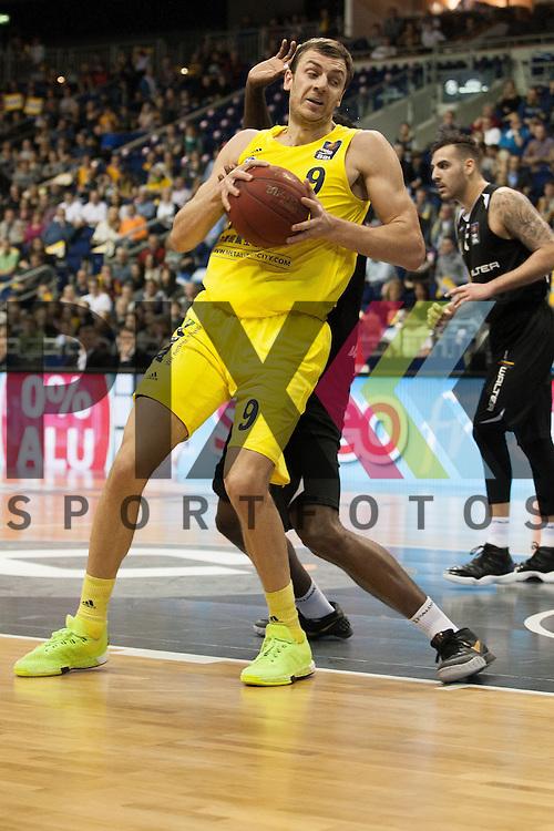 Berlins Elmedin Kikanovic <br /> <br /> 19.12.15 BEKO BBL Basketball Bundesliga, ALBA Berlin - WALTER Tigers Tuebingen <br /> <br /> Foto &copy; PIX-Sportfotos *** Foto ist honorarpflichtig! *** Auf Anfrage in hoeherer Qualitaet/Aufloesung. Belegexemplar erbeten. Veroeffentlichung ausschliesslich fuer journalistisch-publizistische Zwecke. For editorial use only.