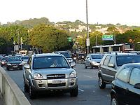 São Paulo - SP - 03fev2012 - Transito bom nesta manhã na Ponte Cidade Jardim sentido centro. Foto: Mauricio Camargo - News Free.
