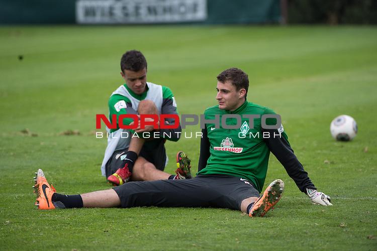 Trainingsgel&auml;nde, Jerez, ESP, 1.FBL, Trainingslager Werder Bremen 2014,  10.01.2014, <br /> <br /> Franco Di Santo (Bremen #9)<br /> Sebastian Mielitz (Bremen #1)<br /> <br /> <br /> Foto &copy; nordphoto/ Kokenge