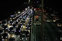 SÃO PAULO,SP, 02.06.2017 - TRANSITO-SP - Trânsito intenso no corredor norte-sul na avenida 23 de maio, visto a partir do viaduto Santa Generosa na região central de São Paulo na nesta sexta-feira (02) (Foto: Renato Gizzi/Brazil Photo Press)