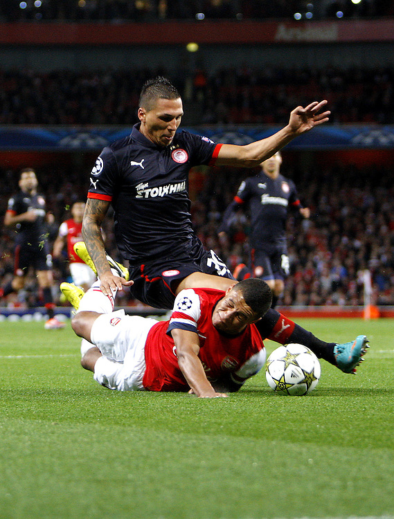 Arsenal's Alex Oxlade-Chamberlain battles with Olympiakos' Giannis Maniatis ..Football - UEFA Champions League Group B - Arsenal v Olympiakos FC - Wednesday 3rd October 2012 - Emirates Stadium - London..