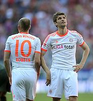 FUSSBALL   1. BUNDESLIGA  SAISON 2011/2012   33. Spieltag FC Bayern Muenchen - VfB Stuttgart       28.04.2012 Thomas Mueller (re.) mit Arjen Robben (FC Bayern Muenchen)
