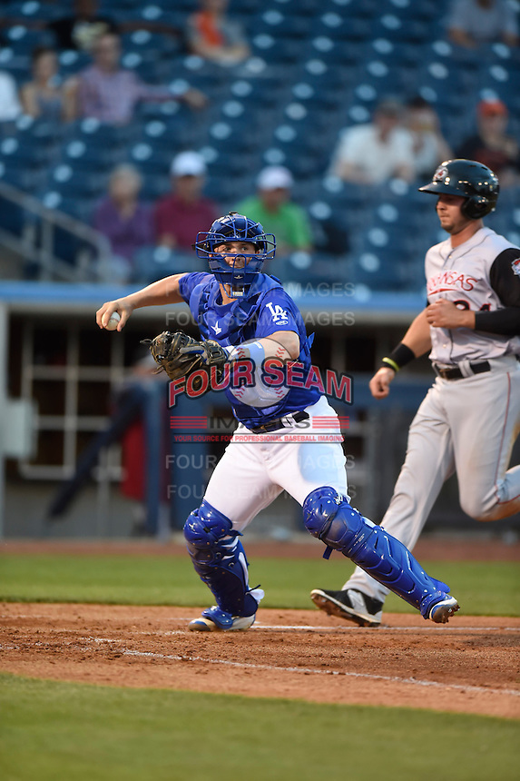 ***Temporary Unedited Reference File***Tulsa Drillers catcher Kyle Farmer (17) during a game against the Arkansas Travelers on April 25, 2016 at ONEOK Field in Tulsa, Oklahoma.  Tulsa defeated Arkansas 4-3.  (Mike Janes/Four Seam Images)