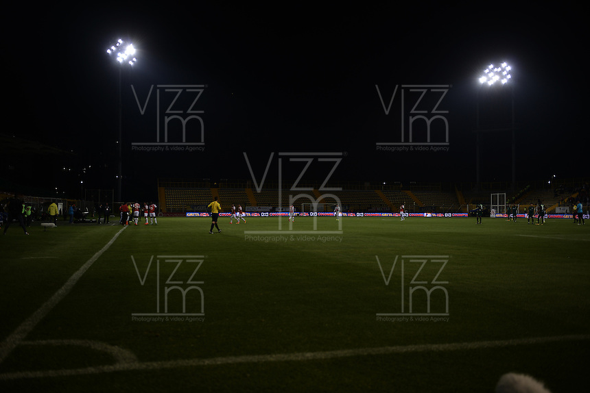 BOGOTÁ -COLOMBIA, 03-09-2016. Aspecto del fallo en la iluminación del estadio durante partido entre Independiente Santa Fe y La Equidad por la fecha 7 de la Liga Aguila II 2016 jugado en el estadio Metropolitano de Techo de la ciudad de Bogota.  / Aspect of the light fail during match between Independiente Santa Fe and La Equidad for the date 7 of the Liga Aguila II 2016 played at the Metropolitano de Techo Stadium in Bogota city. Photo: VizzorImage/ Gabriel Aponte / Staff