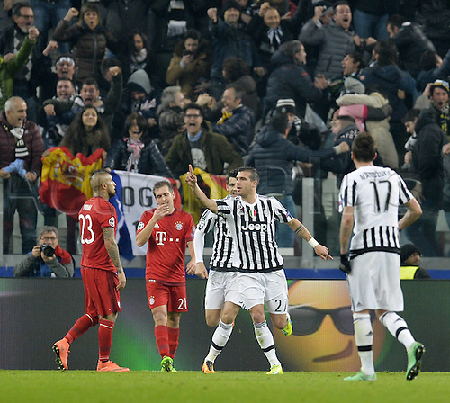 23.02.2016. Turin, Italy. UEFA Champions League football. Juventus versus Bayern Munich.  Arturo Vidal (FC Bayern Munchen) and Philipp Lahm (FC Bayern Munchen) frustrated as Juve equalise for 2:2 from Stefano Sturaro (Turin).