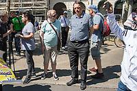 """Etwa 400-500 Menschen demonstrierten am Samstag den 1. Juni 2019 in Berlin mit dem sog. """"Al Quds-Marsch"""" gegen Israel. Alljaehrlich marschieren radikale Islamisten, Anhaenger der Hisbollah und der Diktatur im Iran zum Ende des islamischen Fastenmonats Ramadan durch Berlin und rufen zum Kampf gegen Israel auf. Sie wollen """"die Juden"""" aus Jerusalem (Quds) vetreiben und wollen Israel vernichten. Der """"Quds-Tag"""" wurde 1979 vom iranischen Revolutionsfuehrer Ayatollah Khomeini als politischer Kampftag etabliert, an dem weltweit fuer die Vernichtung Israels geworben wird.<br /> Dagegen protestierten fast 1.000 Menschen. Sie demonstrieren für Solidaritaet mit Israel und protestieren gegen jede Form von antisemitischer und islamistischer Propaganda in Berlin und forderten ein Verbot des Aufmarsches.<br /> Im Bild: An dem Aufmarsch nahmen auch die NPD-Mitglieder Uwe Meenen (rechts) und Lukas Frank (links) teil. Meenen ist stellv. Landesvorsitzender den NPD-Berlin.<br /> 1.6.2019, Berlin<br /> Copyright: Christian-Ditsch.de<br /> [Inhaltsveraendernde Manipulation des Fotos nur nach ausdruecklicher Genehmigung des Fotografen. Vereinbarungen ueber Abtretung von Persoenlichkeitsrechten/Model Release der abgebildeten Person/Personen liegen nicht vor. NO MODEL RELEASE! Nur fuer Redaktionelle Zwecke. Don't publish without copyright Christian-Ditsch.de, Veroeffentlichung nur mit Fotografennennung, sowie gegen Honorar, MwSt. und Beleg. Konto: I N G - D i B a, IBAN DE58500105175400192269, BIC INGDDEFFXXX, Kontakt: post@christian-ditsch.de<br /> Bei der Bearbeitung der Dateiinformationen darf die Urheberkennzeichnung in den EXIF- und  IPTC-Daten nicht entfernt werden, diese sind in digitalen Medien nach §95c UrhG rechtlich geschuetzt. Der Urhebervermerk wird gemaess §13 UrhG verlangt.]"""