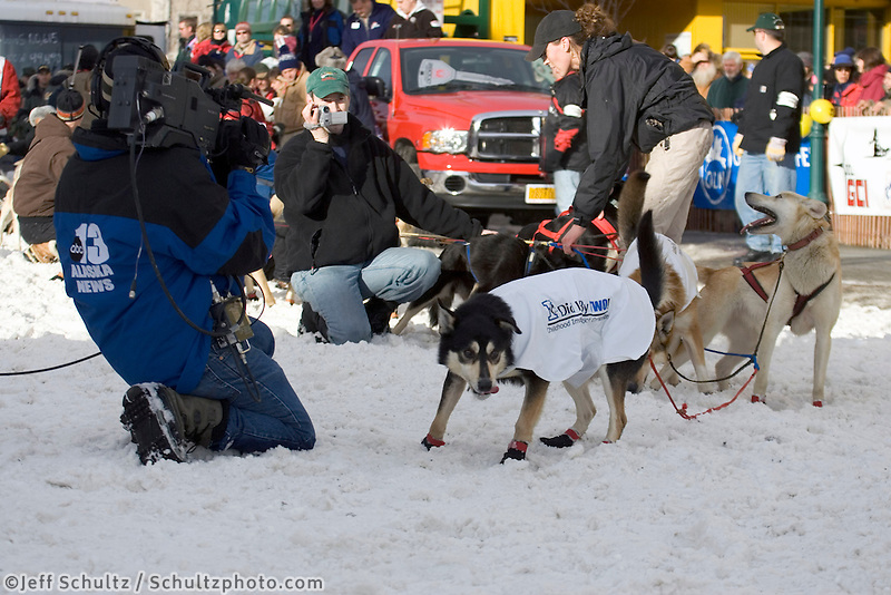 Ramey Smyth's Sled Dog Team Leaves Start@ 2005 Iditarod Ceremonial Start Anchorage