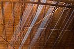 Raios de sol na casa dos homens dos &iacute;ndios Kalapalos na Aldeia Aiha no Parque Ind&iacute;gena do Xingu | Sunbeams in the men's house of the Kalapalo indians at Aiha Village in the Xingu Indigenous Park<br /> <br /> LOCAL: Quer&ecirc;ncia, Mato Grosso, Brasil <br /> DATE: 07/2009 <br /> &copy;Pal&ecirc; Zuppani