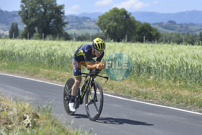 Adam Yates (GBR) Orica-Scott in action during Stage 10 the Sagrantino Stage of the 100th edition of the Giro d'Italia 2017, an individual time trial running 39.8km from Foligno to Montefalco, Italy. 16th May 2017.<br /> Picture: LaPresse/Fabio Ferrari | Cyclefile<br /> <br /> <br /> All photos usage must carry mandatory copyright credit (&copy; Cyclefile | LaPresse/Fabio Ferrari)