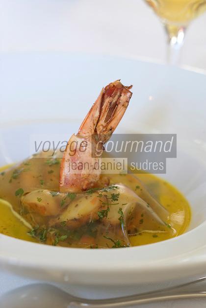 Europe/France/Aquitaine/Gironde/Saint-Emilion: Gambas géante épicée, wok de légumes, jus thaï recette de Phillipe Etchebest chef du restaurant de l Hostellerie de Plaisance