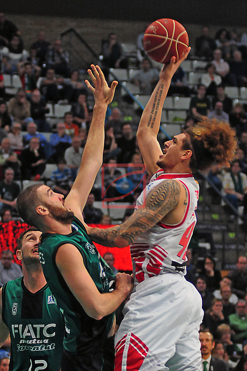 League ACB-ENDESA 2014/2016 - Game: 05.<br /> FIATC Joventut vs CAI Zaragoza: 71-70.<br /> Albert Miralles vs Isaac Fotu.