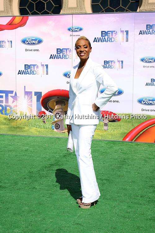 LOS ANGELES - JUN 26:  MC Lyte arriving at the 11th Annual BET Awards at Shrine Auditorium on June 26, 2004 in Los Angeles, CA