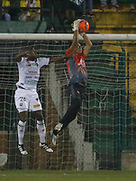 Floridablanca -Colombia, 26-02-2017.Action game between  Atletico Bucaramanga  and Once Caldas during match for the date 5 of the Aguila League I 2017 played at Alvaro Gomez stadium . Photo:VizzorImage / Duncan Bustamante  / Contribuidor