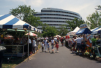 1995 June 05..Redevelopment.Downtown South (R-9)..HARBORFEST.FRIDAY NOON ACTIVITY.VENDORS AT TOWN POINT PARK...NEG#.NRHA#..