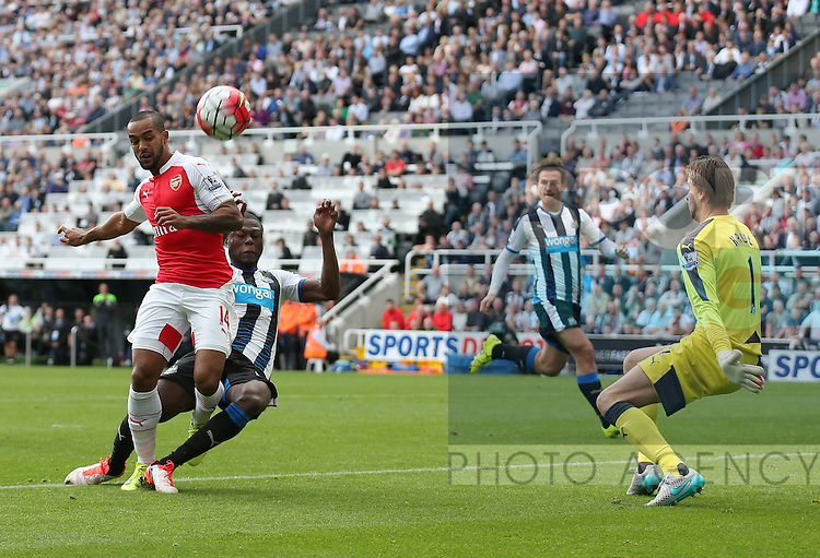 Theo Walcott of Arsenal hits a goal chance over the bar - English Premier League - Newcastle Utd v Arsenal - St James' Park Stadium - Newcastle - England - 28th August 2015 - Picture Simon Bellis/Sportimage