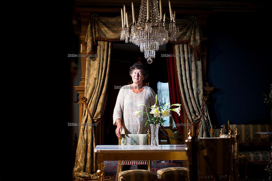 Oslo, Norge, 11.09.2012. Vigdis Ystad  fotografert i Henrik Ibsens Leilighet i Oslo. Leiligheten skal selges. Nokon må gjøre noko. Foto: Christopher Olssøn.