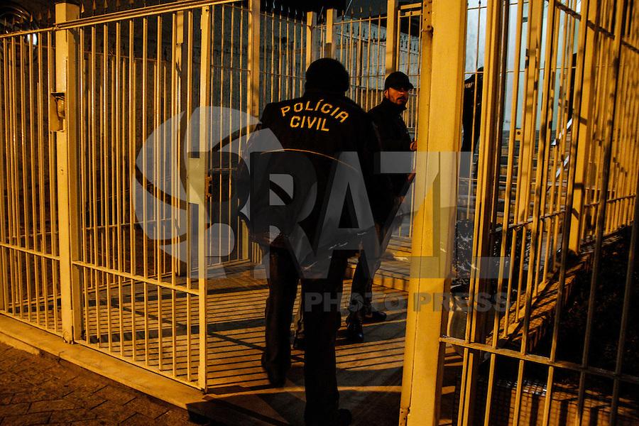 SÃO PAULO,SP,06.08.2014 - PERICIA MORTE PIXADORES - A policia civil realizou na noite de ontem (05) a pericia no edifício na Mooca na Zona Leste de São Paulo onde dois pichadores foram mortos por policiais militares na quinta-feira (31). (Foto Ale Vianna/Brazil Photo Press).