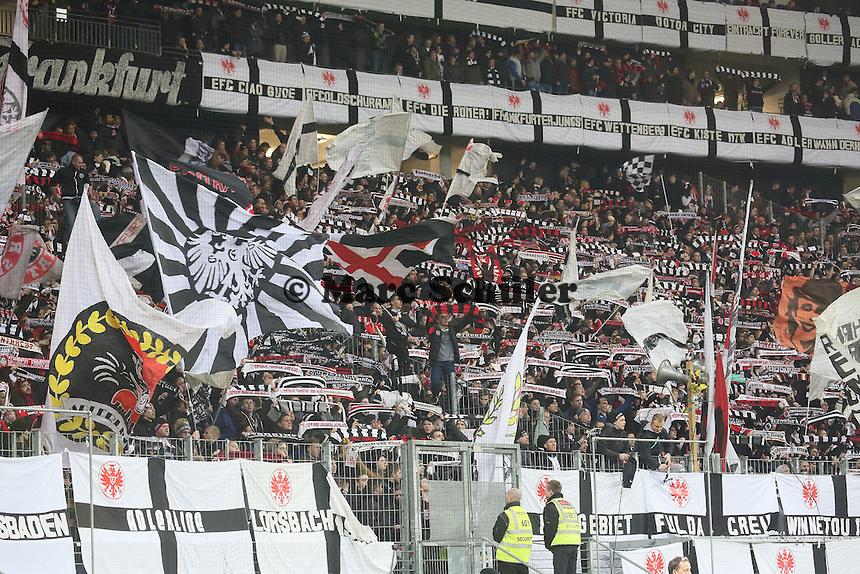 Eintracht Fans feiern ihr Team trotz der Niederlage - Eintracht Frankfurt vs. Borussia Dortmund, DFB-Pokal Viertelfinale