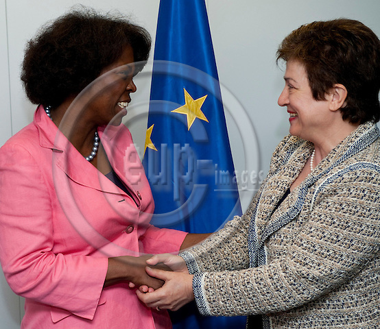 Brussels-Belgium, May 11, 2012 -- Kristalina GEORGIEVA (ri), European Commissioner in charge of International Cooperation, Humanitarian Aid and Crisis Response, receives Ertharin COUSIN (le), Executive Director of the United Nations World Food Programme (WFP - PAM) -- Photo: Horst Wagner / eup-images