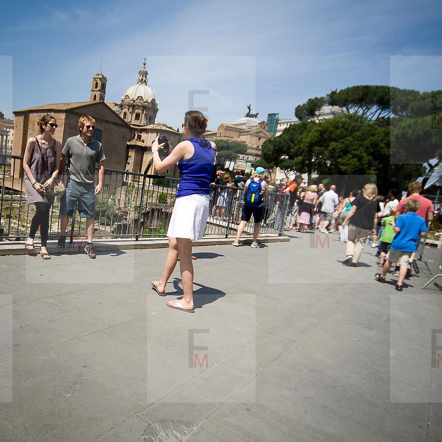 Turisti al Foro Romano.Tourists at the Roman Forum