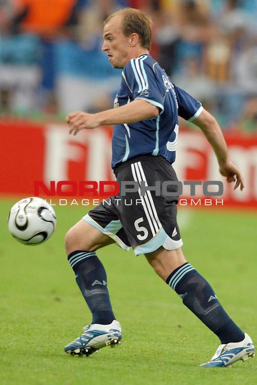 FIFA WM 2006 -  Gruppe C Vorrunde ( Group C )<br /> <br /> Play   #21 (16-Jun) - Agrentinien - Serbien / Montenego<br /> <br /> <br /> <br /> Esteban Cambiasso (ARG)<br /> <br /> <br /> <br /> Foto &copy; nordphoto