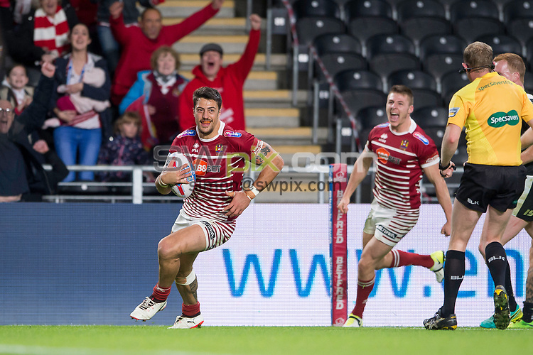 Picture by Allan McKenzie/SWpix.com - 08/09/2017 - Rugby League - Betfred Super League - The Super 8's - Hull FC v Wigan Warriors - KC Stadium, Kingston upon Hull, England - WIgan's Anthony Gelling is about to score the game-winning try against Hull FC.