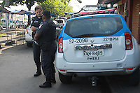 RIO DE JANEIRO,RJ,01.05.2015:COMPLEXO-MARÉ - Polícia Militar inicia, na manhã desta sexta-feira (1), a segunda etapa do processo de substituição das tropas federais que ocupam as favelas do Complexo da Maré, na Zona Norte do Rio de Janeiro (RJ), há mais de um ano. E em mais quatro comunidades, a Força de Pacificação do Exército dá lugar a policiais militares, que passam a patrulhar também as favelas Nova Holanda, Parque União, Rubem Vaz e Nova Maré. (Foto: Celso Barbosa/Brazil Photo Press/Folhapress)