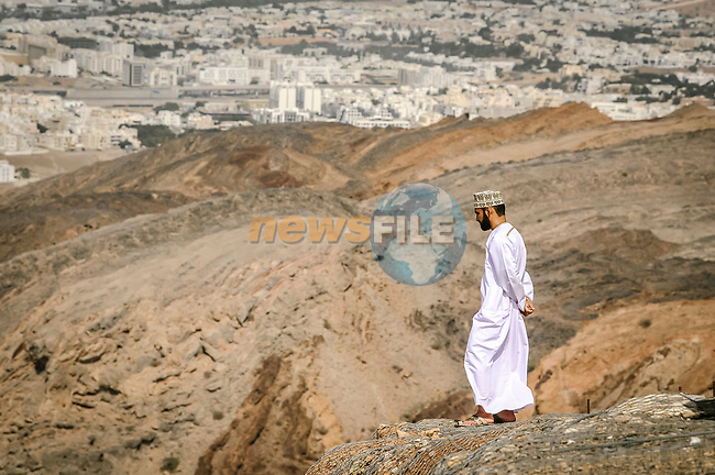Lone spectator watches the race during Stage 4 of 10th Tour of Oman 2019, running 131km from Yiti (Al Sifah) to Oman Convention and Exhibition Centre, Oman. 19th February 2019.<br /> Picture: ASO/P. Ballet | Cyclefile<br /> All photos usage must carry mandatory copyright credit (© Cyclefile | ASO/P. Ballet)