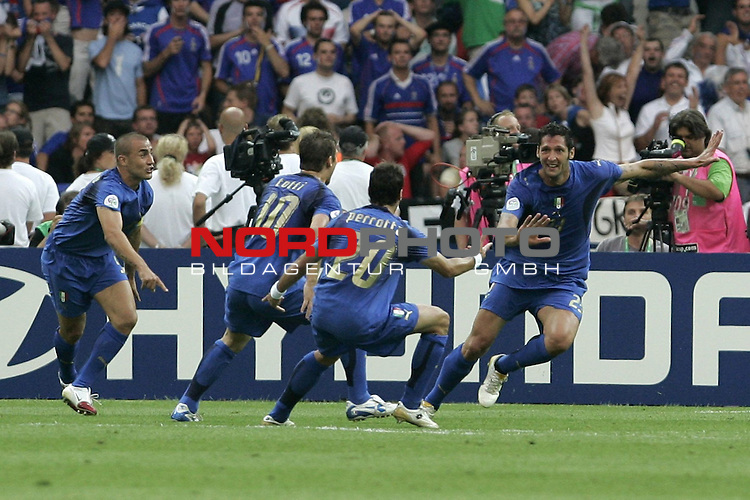 FIFA WM 2006 - Final / Finale<br /> <br /> Play #64 (09-Jul) - Italy vs France.<br /> <br /> Jubel tor  MATERAZZI Marco<br /> <br /> Feature<br /> <br /> <br /> Foto &copy; nordphoto