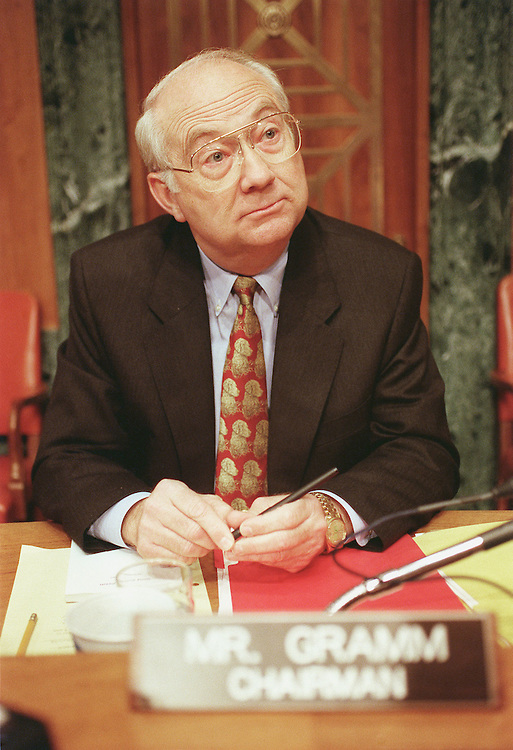 6/10/99.EXPORT ADMINISTRATION ACT REAUTHORIZATION-- Chairman Phil Gramm, R-Texas, talks to reporters during a break in the Senate Banking, Housing and Urban Affairs Committee hearing on the Export Administration Act relating to China's acquisition of U.S. nuclear secrets..CONGRESSIONAL QUARTERLY PHOTO BY SCOTT J. FERRELL