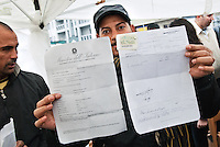 - Protesta contro la sanatoria truffa del Comitato Immigrati in Italia alla ciminiera di via Imbonati..